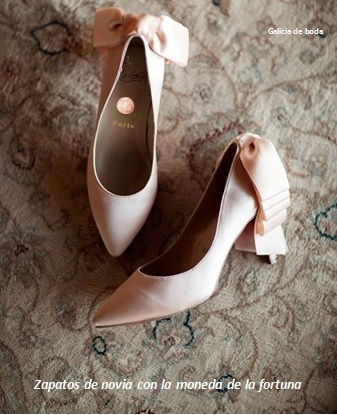 zapato novia con la moneda de  la fortuna