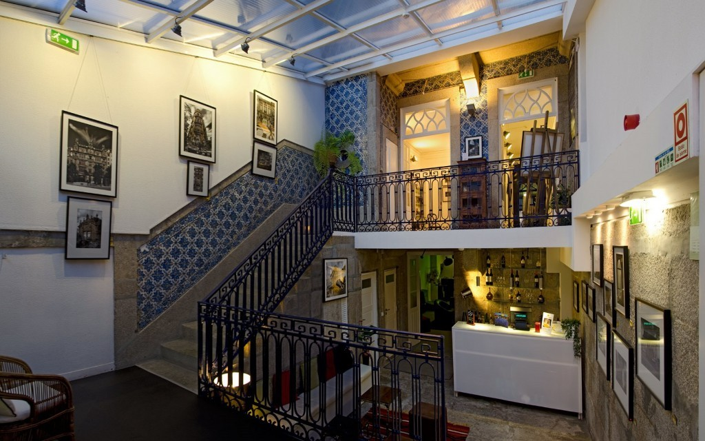 6-gallery-hostel-oporto-portugal